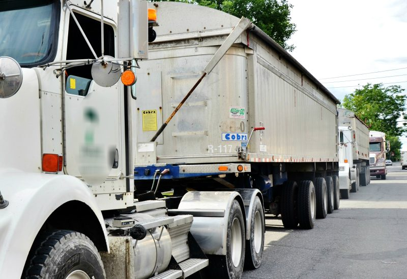 Des camionneurs du centre-ville dérangent la quiétude des citoyens sur la rue du Fort et la rue Augusta. | Photos: TC Média – Julie Lambert