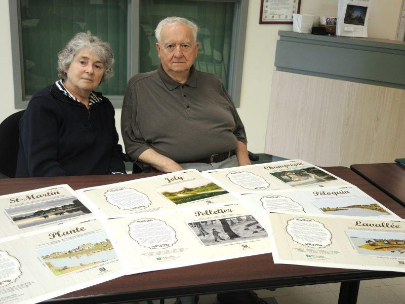 Madeleine Blanche Lussier et Roland Plante travaillent depuis près de trois ans bénévolement sur cette série de livres. | Tc Média - Sarah-Eve Charland