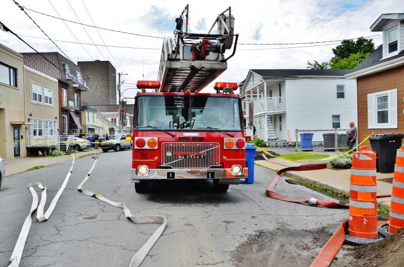 Une opération est en cours au 44 rue Provost pour un feu de résidence. | Photo: TC Media – Julie Lambert