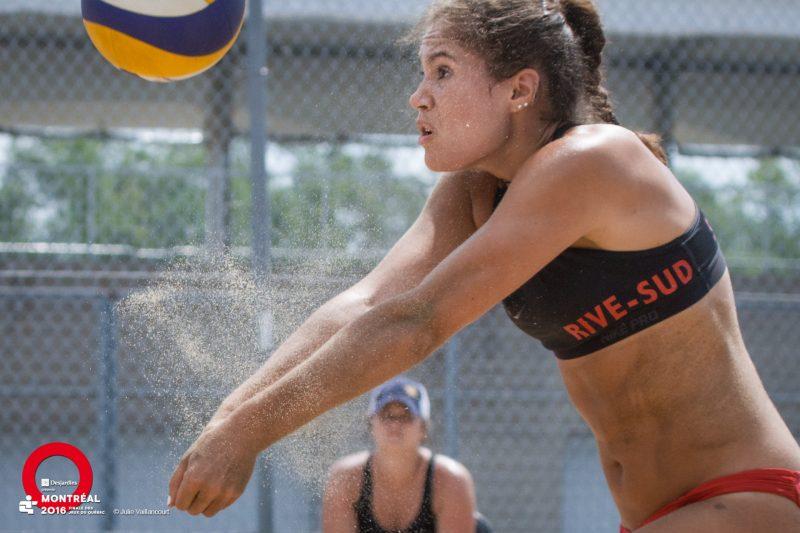 Koralie Courcy et Marianne St-Aubin ont remporté leurs trois matchs de volleyball de plage samedi. | Photo: Julie Vaillancourt/Jeux du Québec)