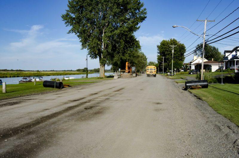 Les travaux sur près de 5 km ont engendré quelques plaintes au sujet de la poussière générée. | Photo: TC Média – Stéphane Martin