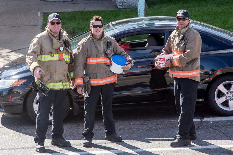 Le 3 octobre, les pompiers de Sorel-Tracy ont participé à la campagne Agir à grande échelle en amassant de l'argent pour la Fondation des pompiers du Québec pour les grands brûlés. | TC Média - Pascal Cournoyer