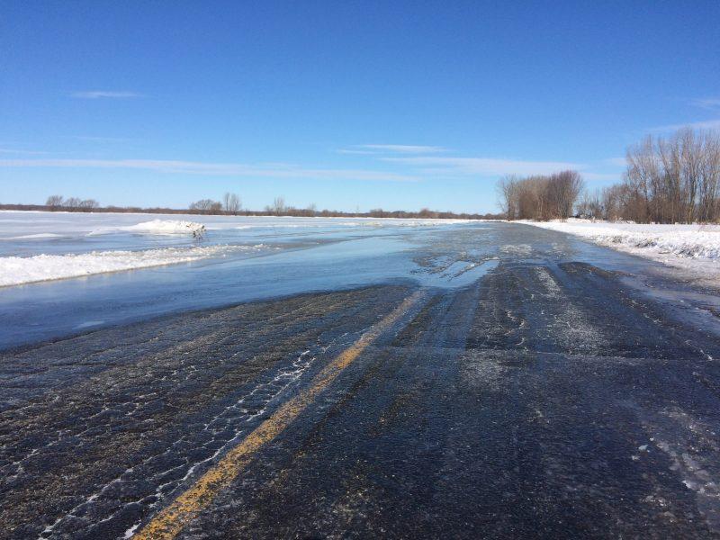 Dans les années passées, la route est souvent inondée à la Pointe-du-Nord-Est, à Yamaska. | TC Média - archives