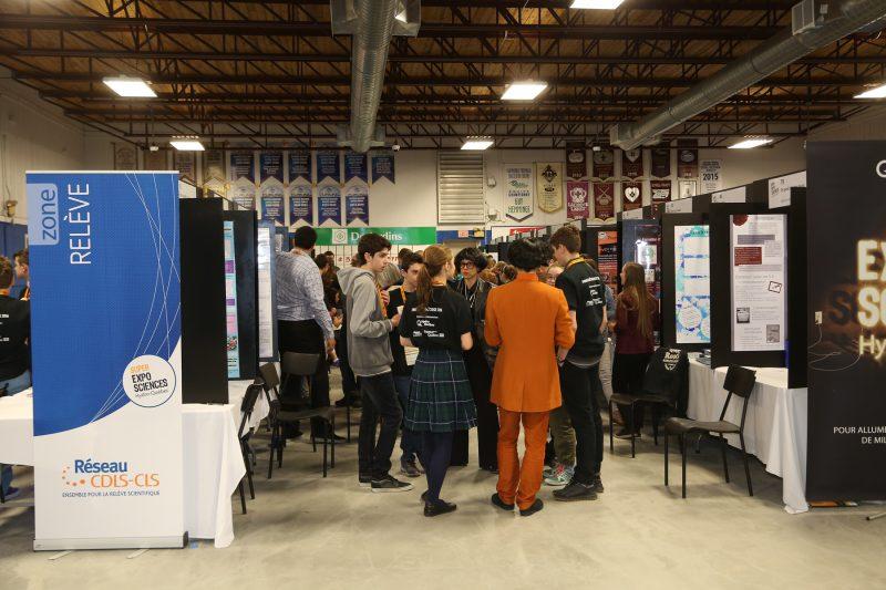 175 jeunes provenant de partout au Québec ont présenté leurs projets au curling Aurèle-Racine de Sorel-Tracy cette fin de semaine. | Photo: TC Média - Pascal Cournoyer