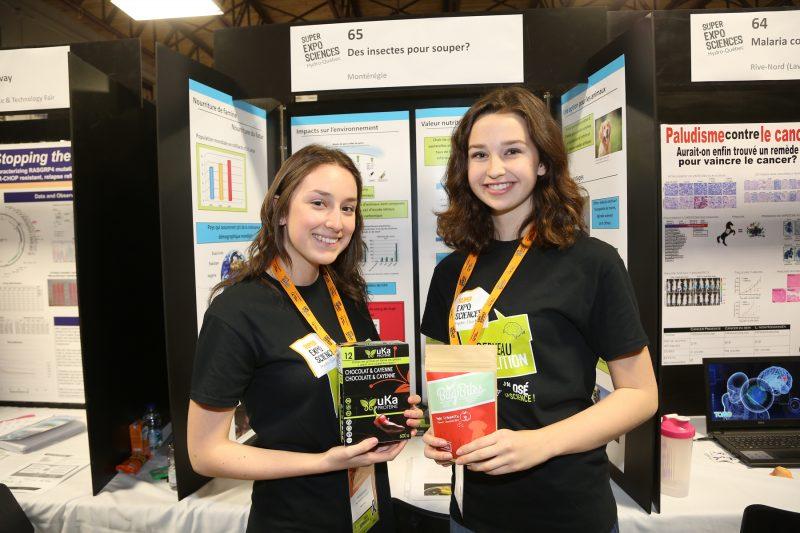 Deux représentantes de la région lors de la Finale québécoise d'Expo-sciences, Charlotte Gauthier et Gabrielle Lavallée. | Photo: TC Média - Pascal Cournoyer