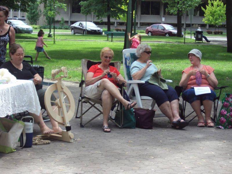 Une journée dédiée au tricot se déroulera la 10 juin au carré Royal. | TC Média - archives