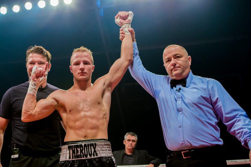 Le boxeur David Théroux a remporté son combat contre Felipe De La Paz.   Photo: Gracieuseté – Arman Ohayon -G4 Media