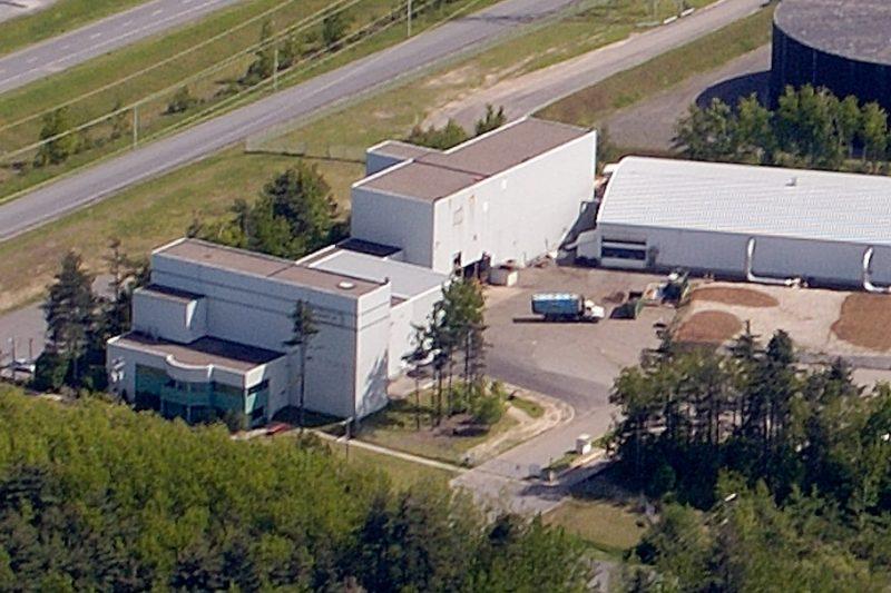 L'écocentre sera aménagé sur ce terrain, à l'arrière de l'édifice appartenant maintenant au Recyclo-Centre. | TC Média - Gracieuseté Philippe Manning