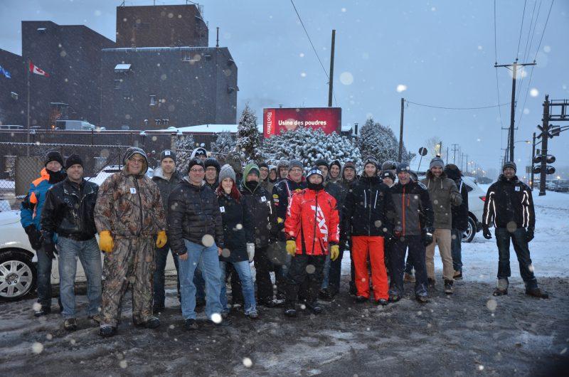 Entre 30 et 50 employés se sont postés devant l'entrée de l'usine ce matin entre 6h et 8h. | TC Média - Sarah-Eve Charland