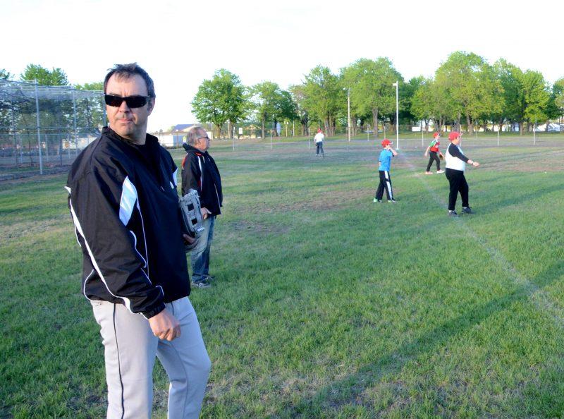Richard Robinson (à gauche), président du baseball mineur, est content de la hausse de popularité du sport au cours des dernières années. | Photo: TC Média – archives
