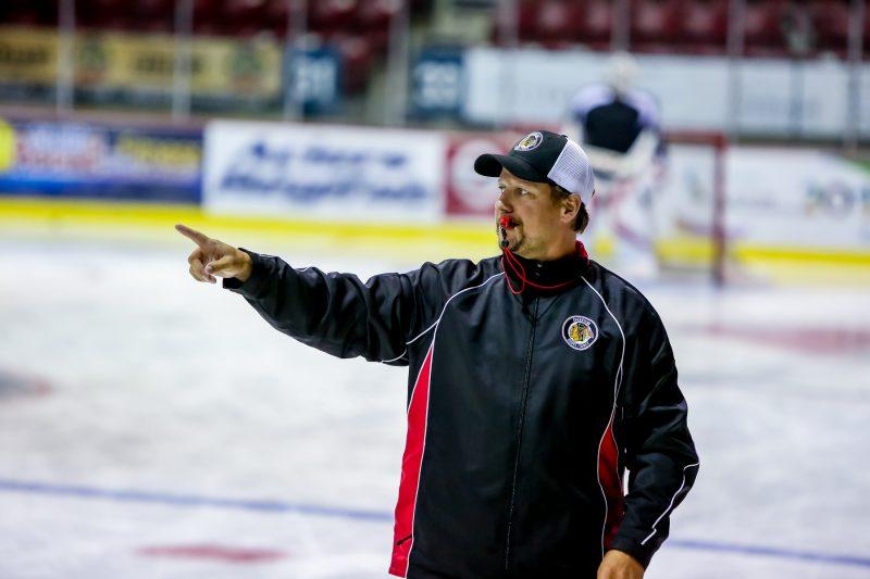 Christian Deschênes apprécie son nouveau rôle d'entraîneur-chef après une carrière de près de 20 ans dans le hockey professionnel et semi-professionnel.  |  © Pascal Cournoyer