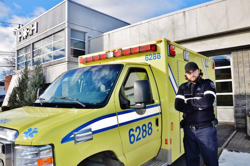 Le président du syndicat et paramédic Pier-Yves Provençal-Charron dénonce le fait qu'aucune ambulance n'était disponible le 14 novembre pour se rendre à Contrecoeur. |  © Photo: Julie Lambert