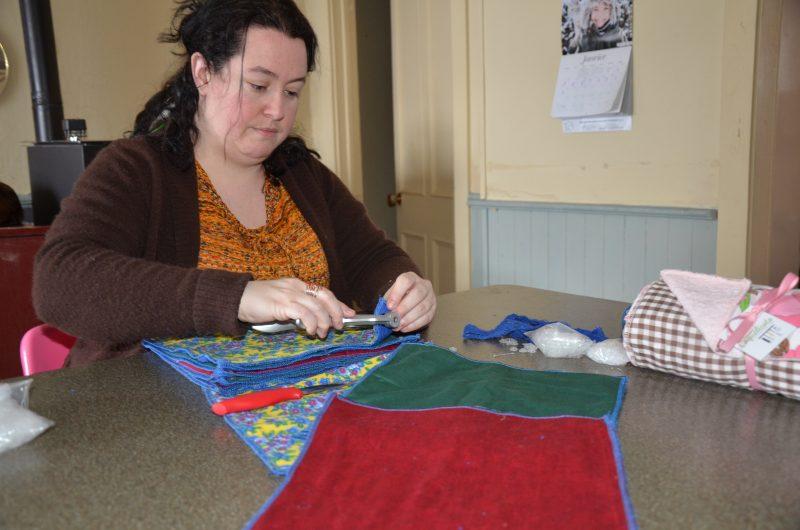Julie Courchesne fabrique ses propres papiers essuie-tout. | TC Média - Sarah-Eve Charland