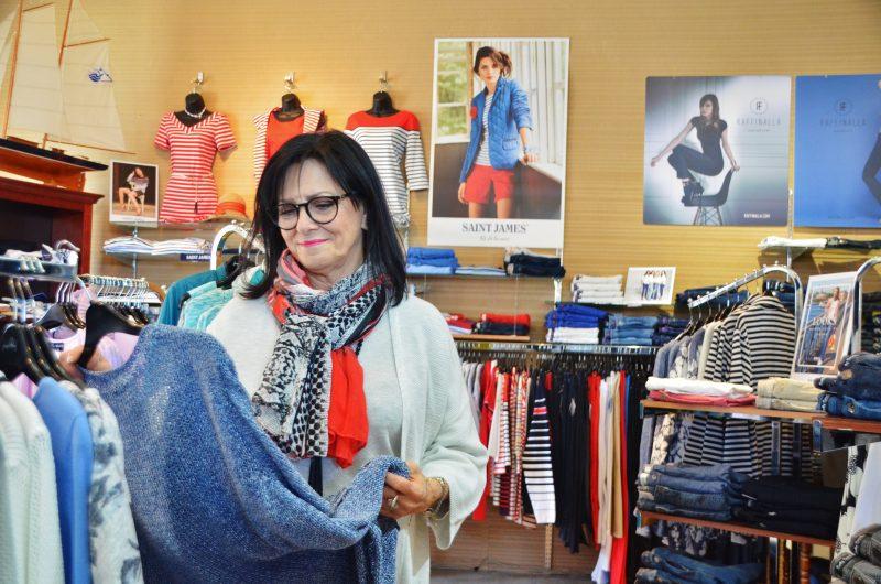 Jocelyne Gaudette est propriétaire de  Louise Péloquin Mode. Le manque de relève pourrait la forcer à fermer boutique dans quelques années. | Photo: TC Média - Jean-Philippe Morin