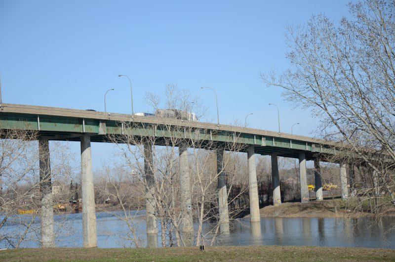 Le pont enjambe la rivière Richelieu à la hauteur de l'autoroute 30. | Photo: TC Média - archives