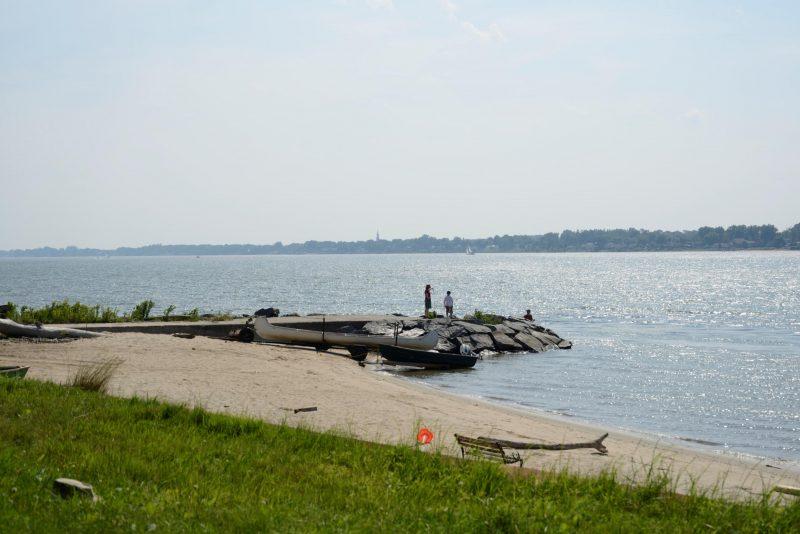 La plage de la Colonie des Grèves est la seule plage naturelle accessible à tous. Les autres le sont par bateau seulement. | Photo: TC Média - archives