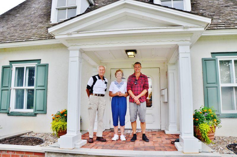 La famille de Karin Von Althen est venue visiter la Maison des gouverneurs le 25 août dernier. | Photo: TC Média - Julie Lambert