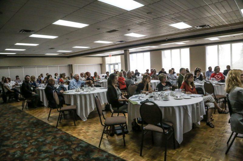 Le forum culturel du 20 septembre a réuni environ 90 personnes de tous les milieux à l'Hôtel de la Rive.   Pascal Cournoyer
