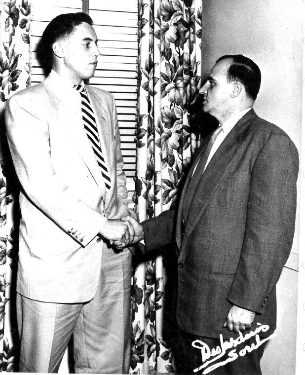 Jean Béliveau (à gauche) était un ami de Paul Crépeau (à droite), qui a marqué l'histoire du baseball sorelois. | Gracieuseté