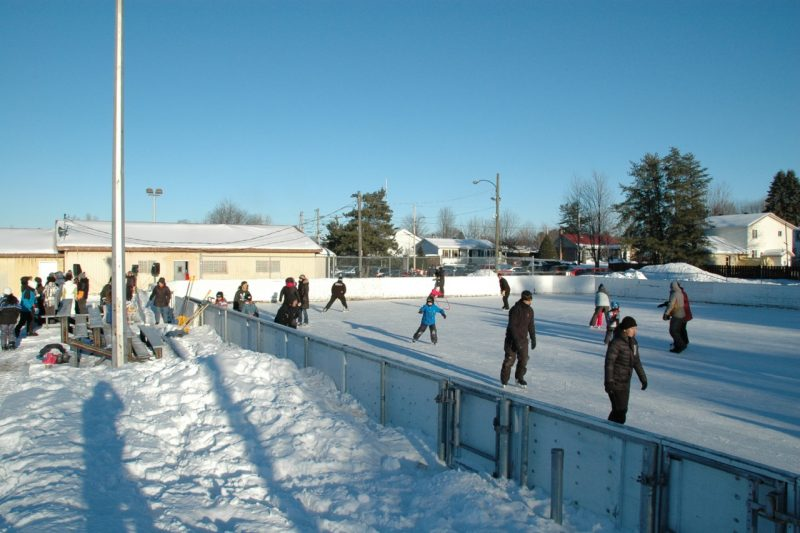 Plus de 1000 personnes ont patiné sur une des patinoires extérieures de leur municipalité dans le cadre du Défi patin du 24 janvier dernier. | Photo : Gracieuseté