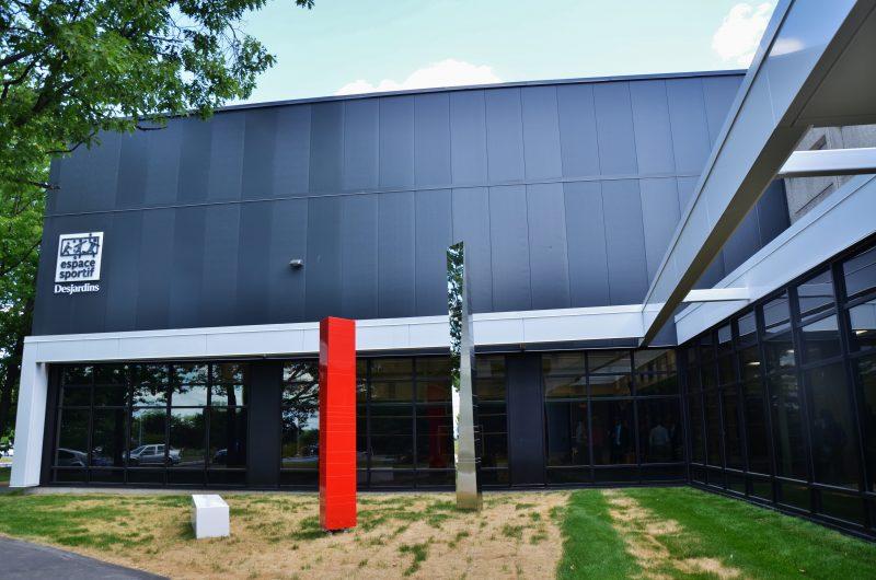 Plusieurs personnes étaient présentes lors de l'inauguration officielle du nouveau gymnase du Cégep de Sorel-Tracy le 23 juin dernier. | Photo: TC Média - Julie Lambert