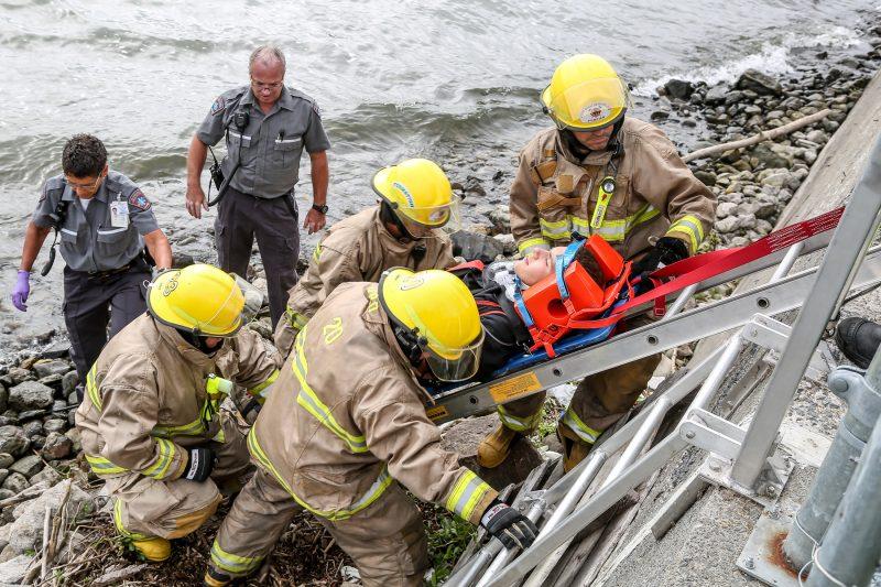 Une simulation a eu lieu au canal de Saint-Ours mettant à l'épreuve les habilités des services d'urgence de la région. | Photo: TC Média - Pascal Cournoyer