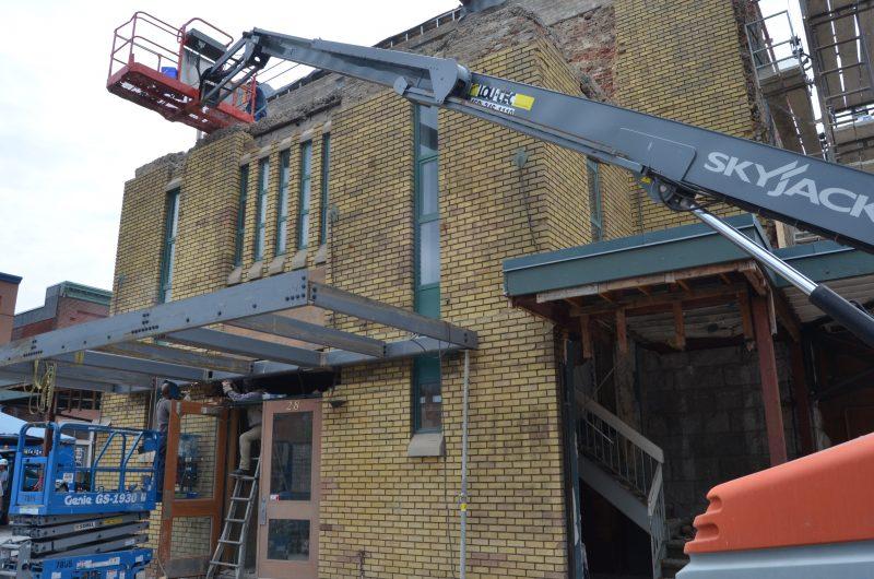 La partie de la façade Est aura créé beaucoup de surprises de défaillance dans la structure. Il aura fallu la démolir pour la reconstruire. | TC Média - Stéphane Martin