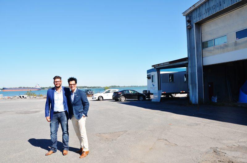Pascalin Raynault et Serge Péloquin, au site de l'héliport, lors de l'annonce du projet en septembre 2016. | Photo: TC Média – Julie Lambert