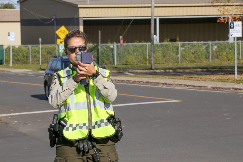 Les policiers ont profité de l'occasion pour effectuer une opération radar. | Photos par Pascal Cournoyer