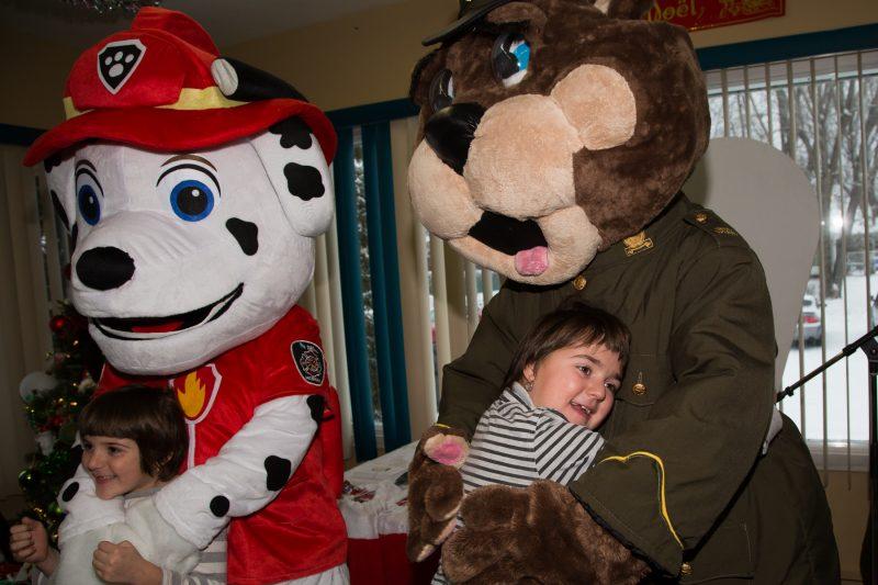 Les enfants ont passé une agréable journée avec la mascotte Polixe. | Photo: TC Média - Pascal Cournoyer