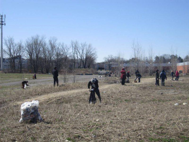 Les bénévoles ont été à l'œuvre une bonne partie de la journée le 23 avril. | Photo: Gracieuseté