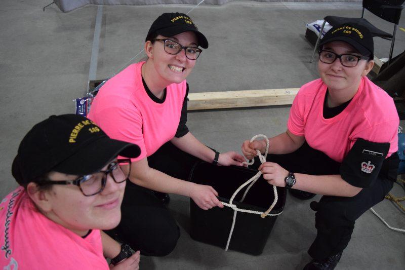 Les cadettes Andréa Cormier, Annabelle Lajoie et Sathyana Lajoie lors de la compétition de matelotage à Valcartier le 22 avril. | Gracieuseté/Cadets Canada