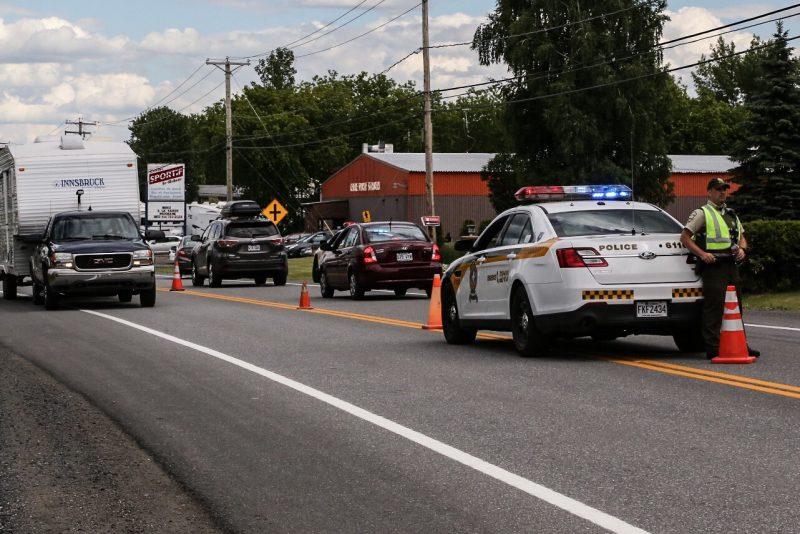 Il y avait un important déploiement policier sur la route 132, près du Pavillon Marie-Victorin, le 23 juin dernier. | Photo: TC Média - Pascal Cournoyer