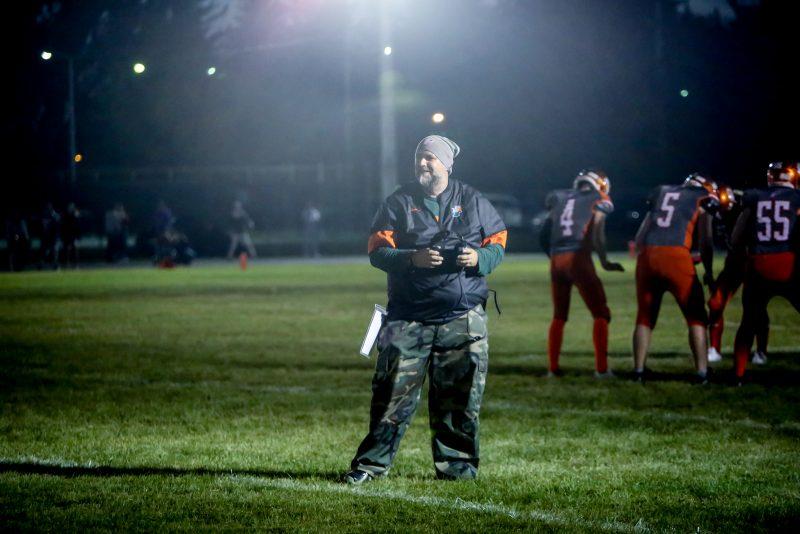 L'entraîneur Harold Turbide est heureux de la victoire des Polypus cadets, mais déçu de la défaite des Polypus juvéniles. |  © Pascal Cournoyer