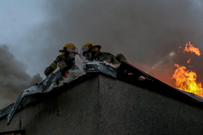 L'incendie a causé de lourds dommages à l'immeuble à logements. | Pascal Cournoyer