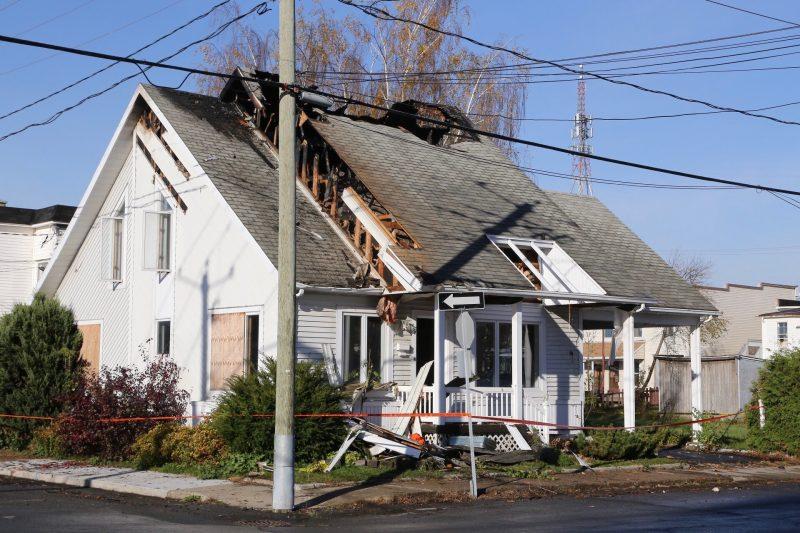 Un incendie majeur s'est déclaré cette nuit à Sorel-Tracy. | Photos par Pascal Cournoyer