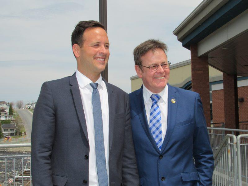 Le député Sylvain Rochon (à droite) appuie son collègue Alexandre Cloutier pour qu'il soit élu chef du parti. | Photo TC Média - gracieuseté