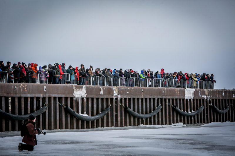 La Course de canot à glace de Sorel-Tracy a attiré près de 800 personnes au centre-ville le 27 février.   Photos: TC Média - Pascal Cournoyer