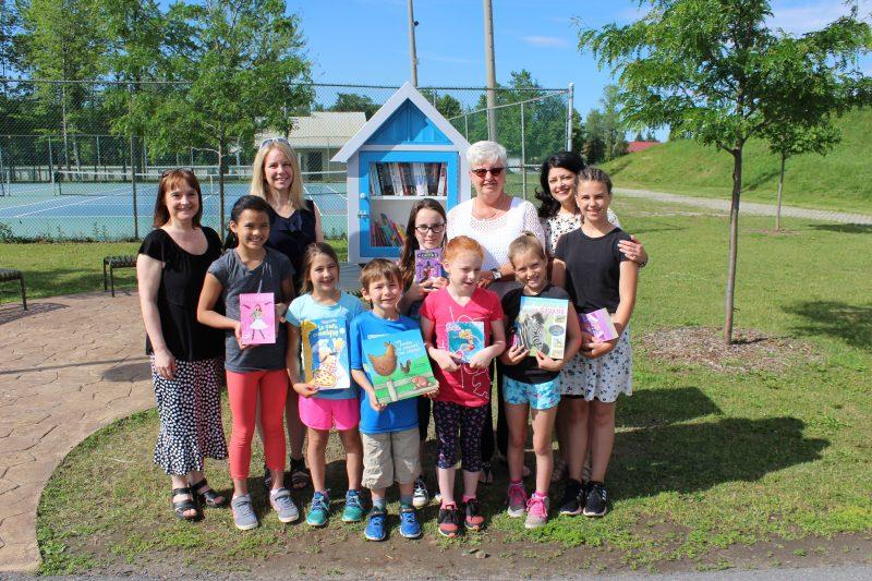 Le conseil étudiant de l'école des Cœurs-Vaillants a lancé le projet des boîtes à livres à Contrecœur. | Gracieuseté