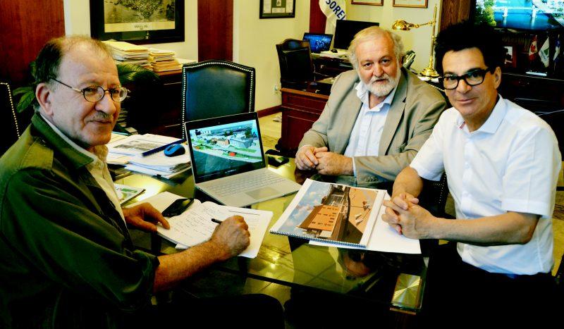 Le directeur administratif du Centre des arts contemporains du Québec, Abdenout Tayebi et son président-directeur général, Dominique Rolland, en compagnie du maire Serge Péloquin. | TC Média - Sarah-Eve Charland