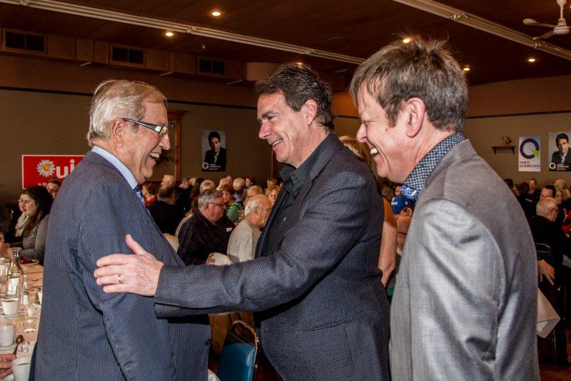 Pierre Karl Péladeau a salué les députés du comté, Louis Plamondon et Sylvain Rochon comme des défenseurs des intérêts du Québec. | TC Média - Pascal Cournoyer