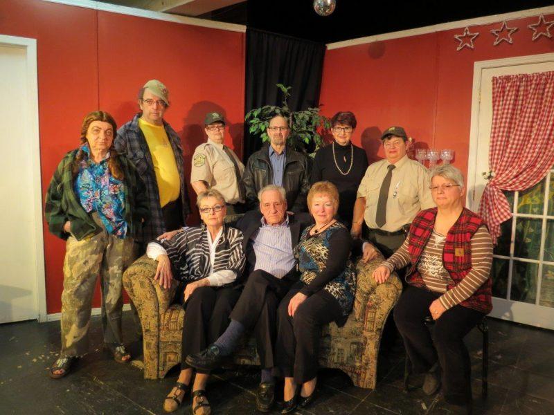 Les comédiens de la troupe du Rideau Bleu offriront leur version de la pièce Quelle cloche! en avril au centre Au fil des ans.   Photo: Gracieuseté