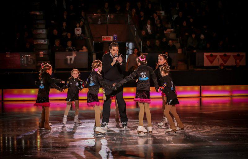 Plus de 1000 spectateurs avaient répondu présents lors de la Revue sur glace de 2016. | TC Média – Archives/Gracieuseté Steve Gauthier