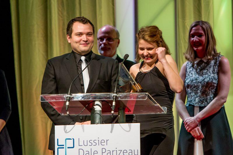 Jessica Mireault (à droite), copropriétaire et directrice générale du Belvédère, a accueilli avec joie son prix Commerce de détail et restauration - Volet A. | Pascal Cournoyer