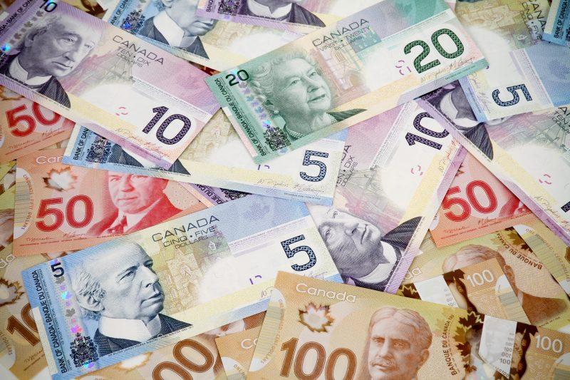 Le salaire minimum à 15$ est appuyé par le Parti Québécois, alors que divers employeurs de la région ont une opinion bien arrêtée à ce sujet. | Photo: depositphotos.com