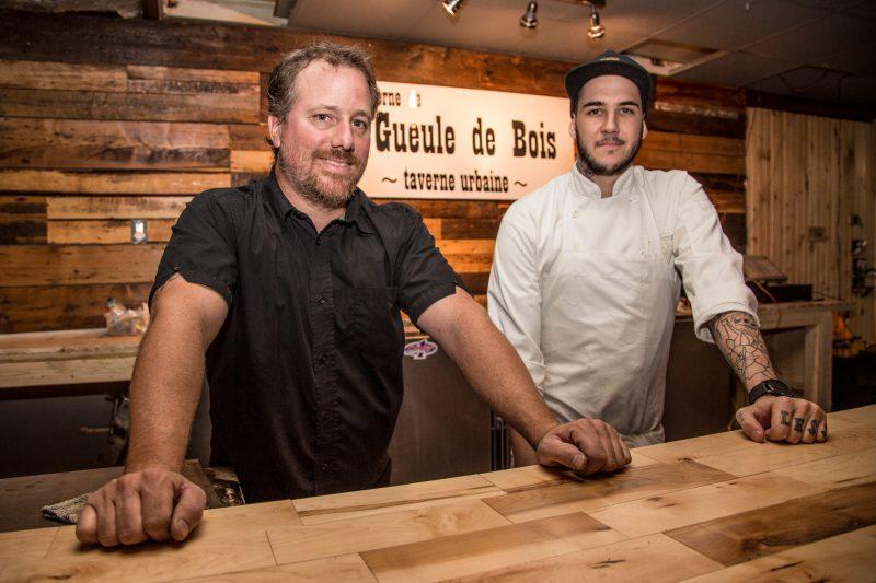 Yannick Duchesneau, en compagnie de son chef cuisinier Pierre-Olivier Berger, relève un nouveau défi.   TC Média - Pascal Cournoyer