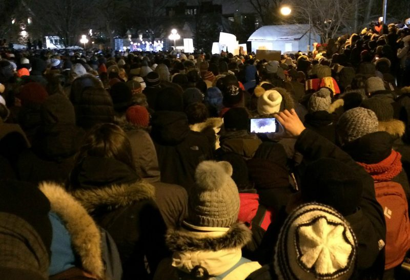 Des milliers de personnes se sont réunies à Québec en support aux victimes et aux familles des victimes. | Roxanne Plamondon