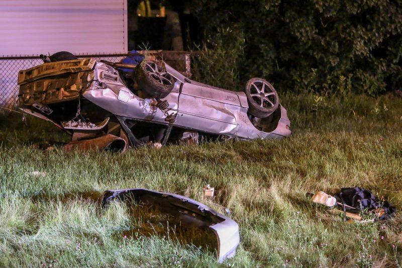 Un jeune homme a perdu la maîtrise de son véhicule et heurté un poteau possiblement en raison de l'alcool cette nuit sur l'autoroute 30. | Photo: TC Média – Pascal Cournoyer