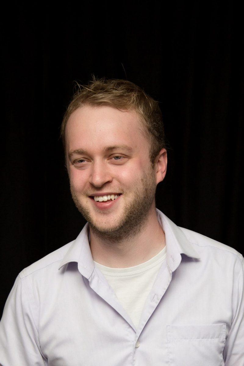 Mike Cournoyer est un humoriste sorelois. Il donnera son opinion sur l'actualité régionale chaque premier mardi du mois.