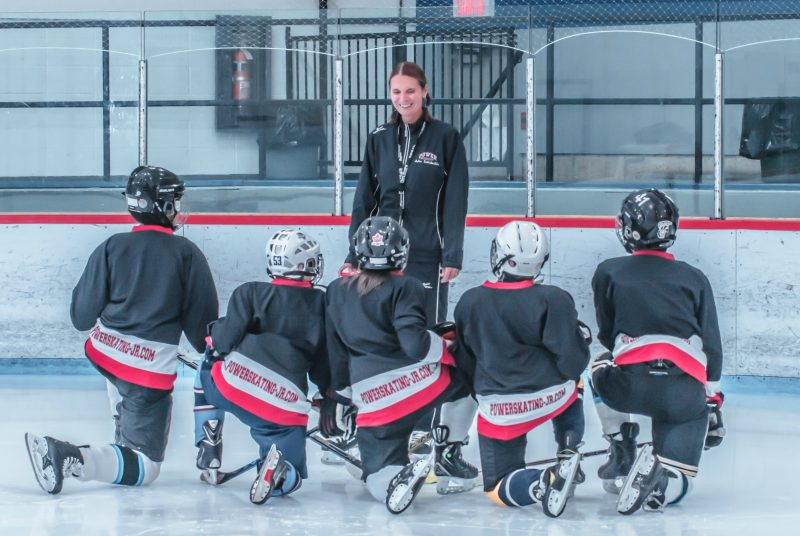 Julie Robitaille enseigne ses techniques de powerskating aux plus jeunes partout au Québec. | gracieuseté